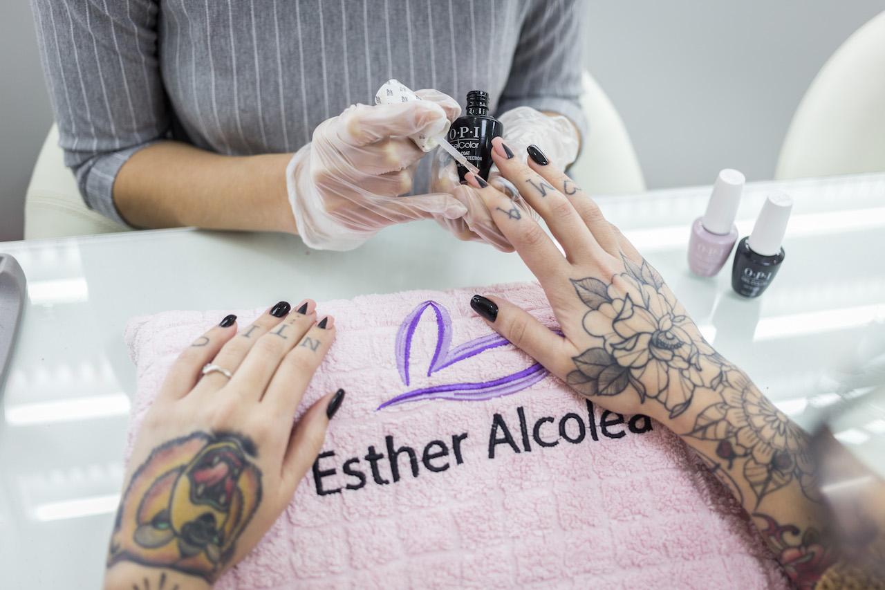 Esmaltado de uñas | Manicura y Pedicura Profesional