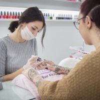 La decoración de uñas en un centro de estética en Albacete: tipos y tendencias